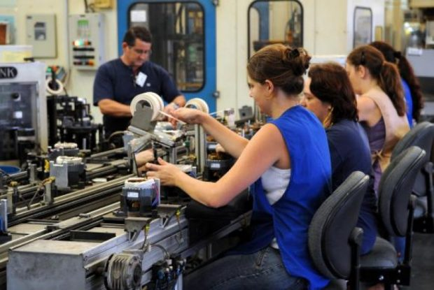 Indústria precisa qualificar 13 milhões de trabalhadores até 2020, diz pesquisa