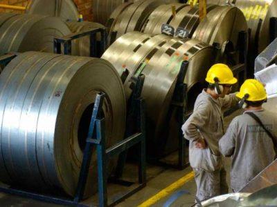 Indústria do aço espera voltar a crescer em 2017