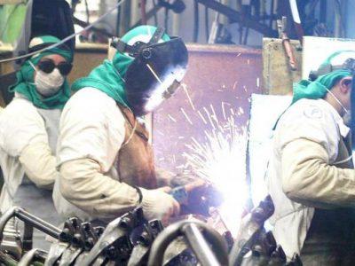 Confiança da indústria indica melhora na primeira prévia do ano, diz FGV