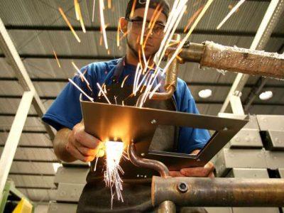 Produção industrial cresce e emprego cai em maio