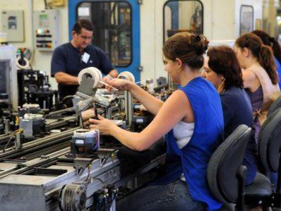 Pequenas indústrias são as mais afetadas pela crise, diz pesquisa
