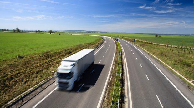 Produção industrial sobe 0,8% em maio puxada por veículos