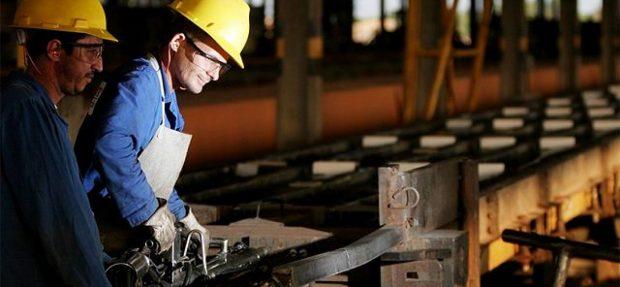 Produção industrial cresce e emprego no setor fica estável, avalia CNI