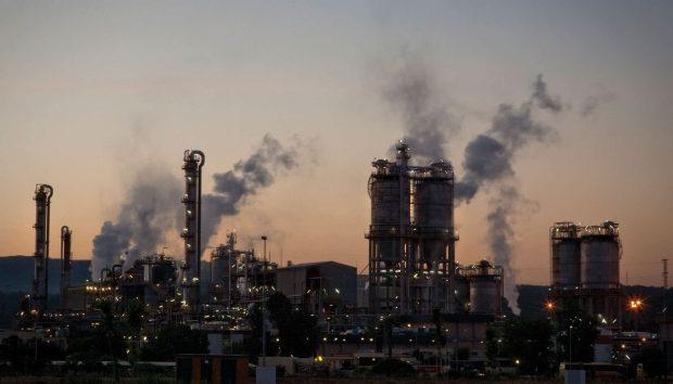 Indústria cresce 5,3% em um ano, maior taxa desde abril de 2013