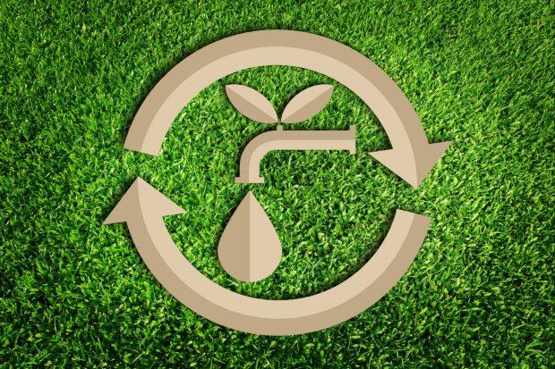 Como a indústria contribui com o uso eficiente de água?