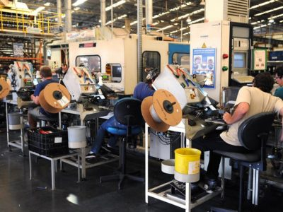 Indústria fecha bimestre com crescimento de 4,3%, diz IBGE