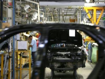 Expectativas pioram e confiança da indústria recua em abril